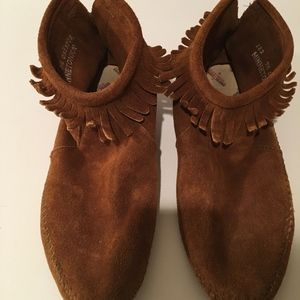 Minnetonka Fringed Ankle Booties Size 9.5